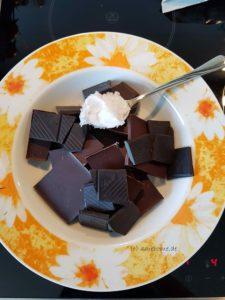 Schokolade mit Kokosöl schmelzen