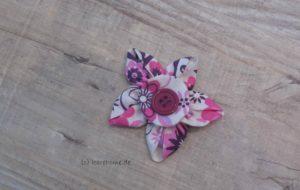 Stoffblume mit Knopf