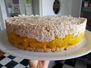 Milchreis-Kokos-Torte mit Pfirsichen