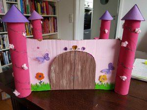 Prinzessinnen-Schloss aus Karton - vorne