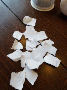 Papier zerreißen