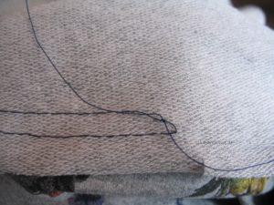 Enden auf der linken Stoffseite verknoten