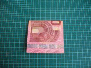 Geldschein zum Quadrat falten