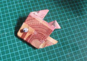 Geldgeschenk falten: Ein Fisch