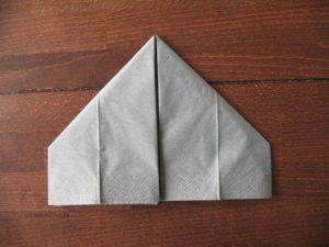 Hasen-Serviette falten, Schritt 2