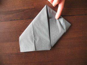 Hasen-Serviette falten, Schritt 3