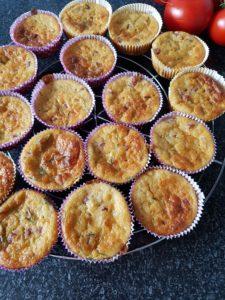 Fertig sind die herzhaften Muffins