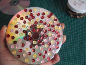 Lichterspiel aus CDs mit Pailletten