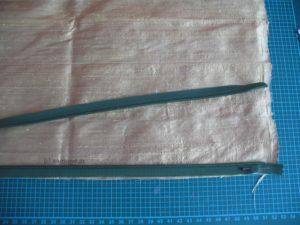 Nahtreißverschluss rechts auf rechts auf den Stoff legen