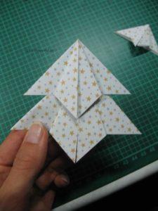 Origami-Teile zusammen kleben