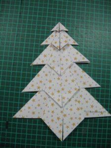 zusammengeklebter Origami-Baum