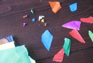 Ostereier bekleben: Papierkügelchen reißen