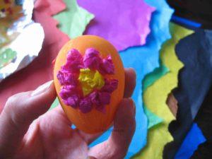 Osterei mit Blume