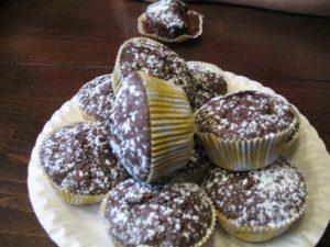 Schoko.-Muffins mit Puderzucker