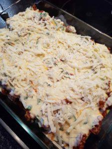 fertig geschichtete Zucchini-Lasagne